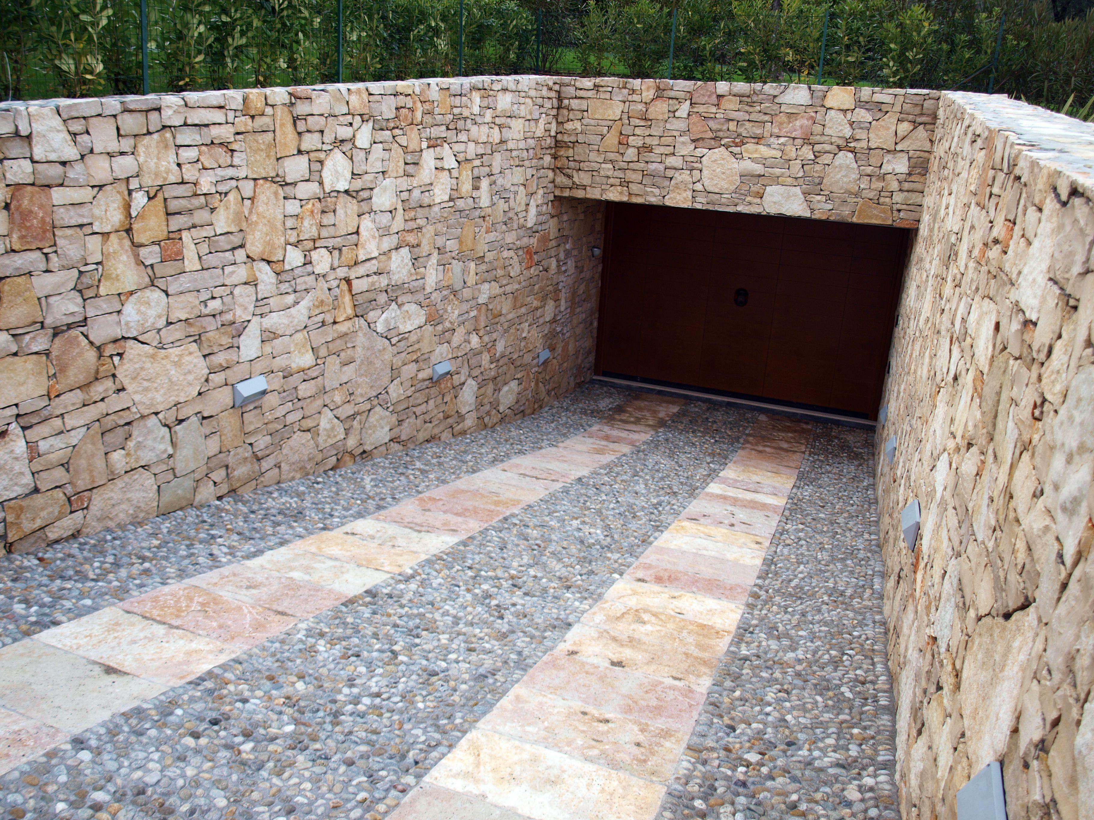 Rampe Garage In Porfido quarzo #floor #pool #natural #garden #stone #pebbles