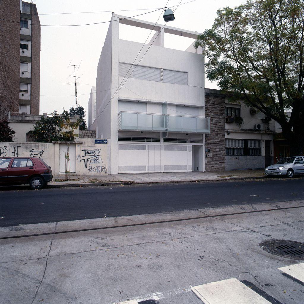 """Construido por Daniel Ventura en Buenos Aires, Argentina con fecha 2005. Imagenes por Oscar Ferrari. …""""La buena arquitectura comienza siempre con una eficiente construcción. Sin construcción no hay arquitectura. La con..."""