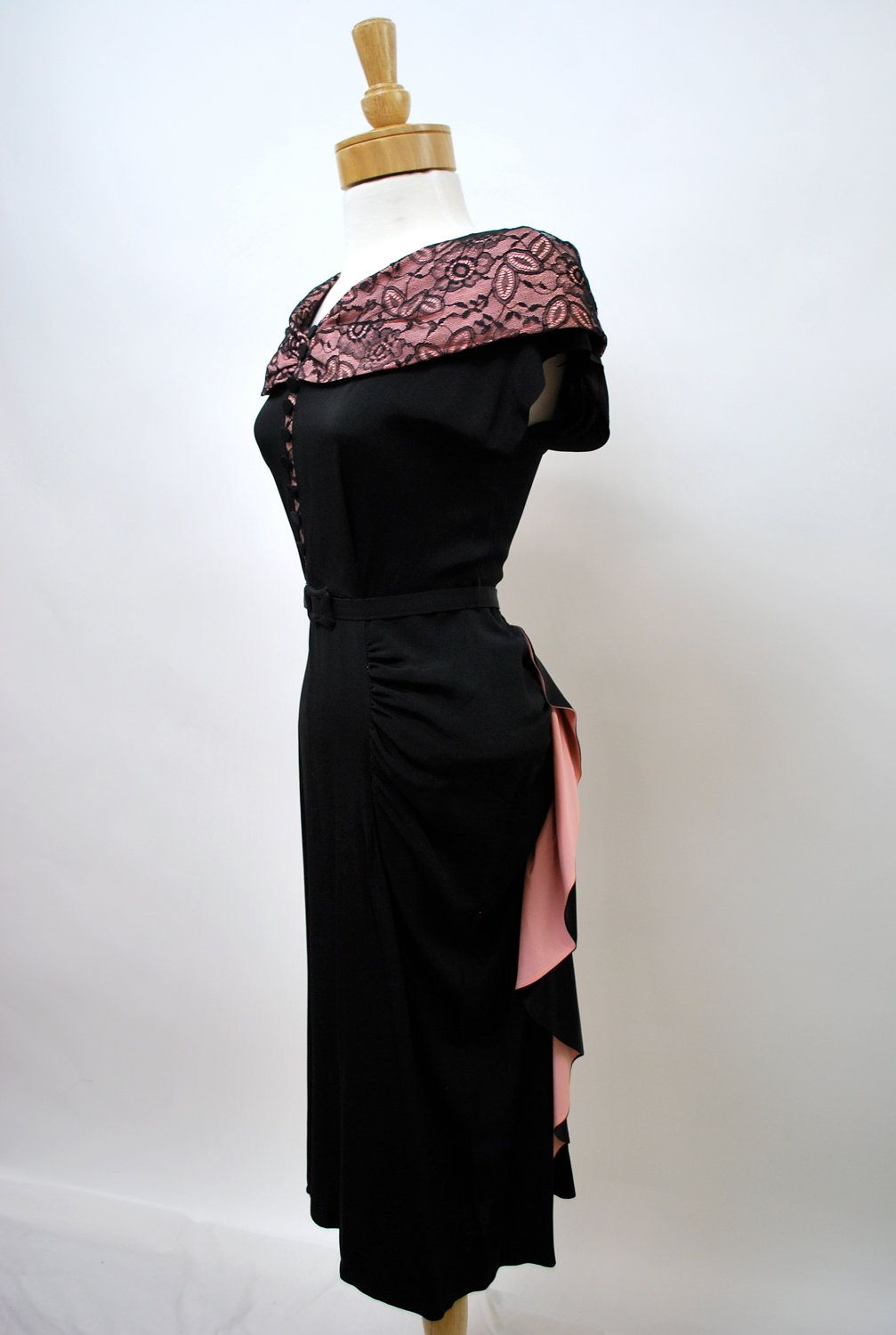1940 S Black And Pink Party Dress I Love The Pink Lining Of The Bow Bustle Whatever In Back Black And Pink Dress 1940s Fashion Vintage Clothes 1940s [ 1500 x 1007 Pixel ]