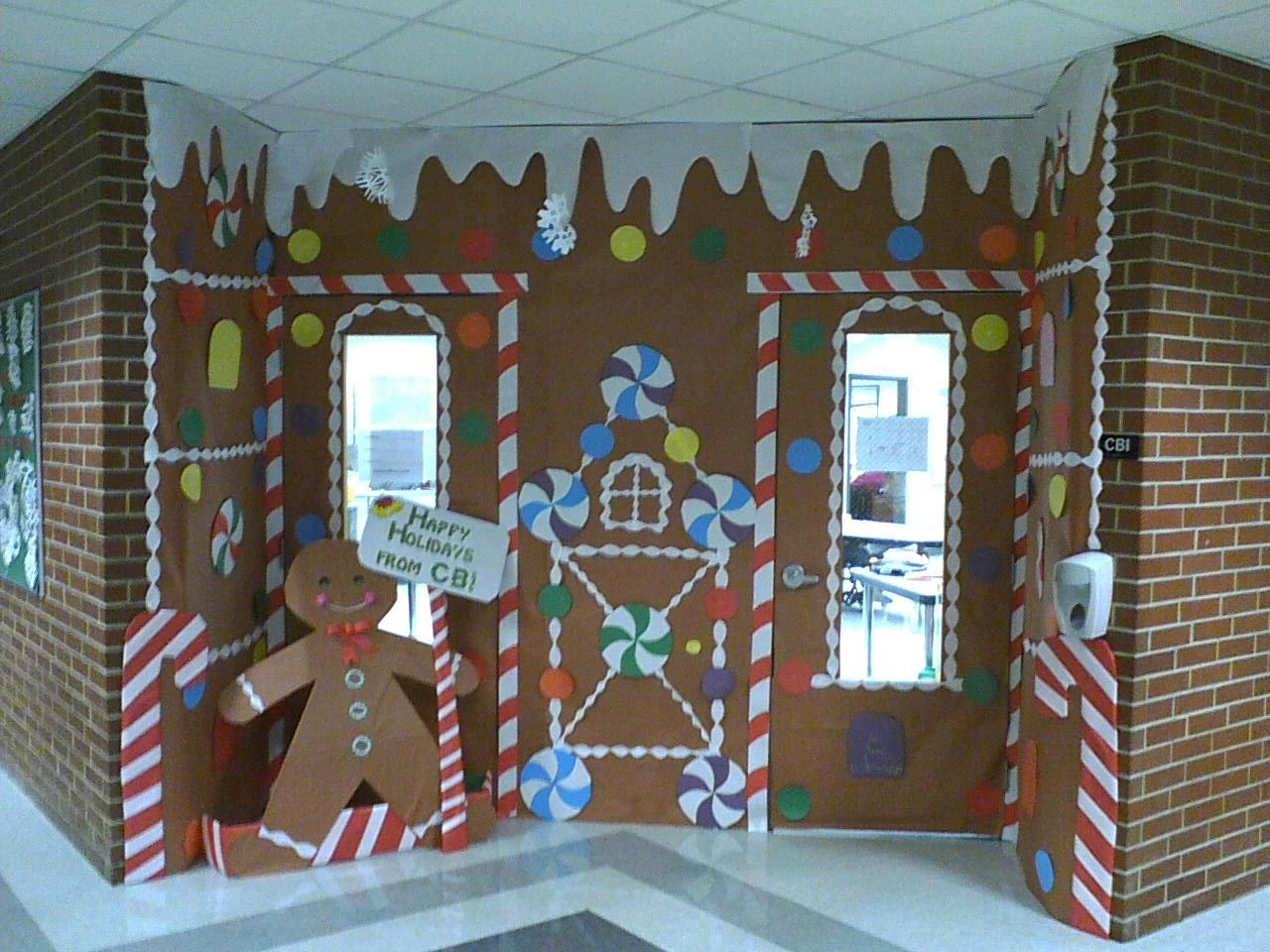 Gingerbread House @ school Mini houses with graham crackers and milk cartons - I need to start saving my milk cartons! & WOW! Gingerbread House @ school Mini houses with graham crackers and ...
