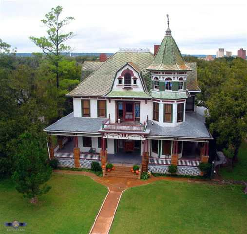 1901 Queen Anne Brownwood Tx George F Barber With Images Victorian Homes Victorian Style Homes Old Victorian Homes