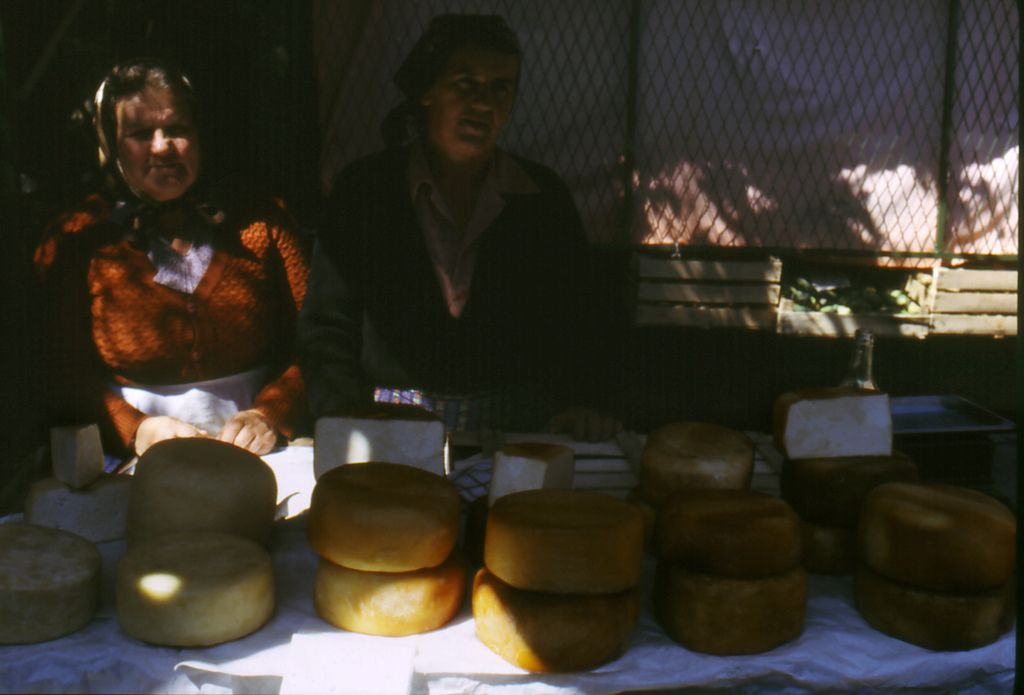 https://flic.kr/p/5P2zxo   Venditrici di formaggio