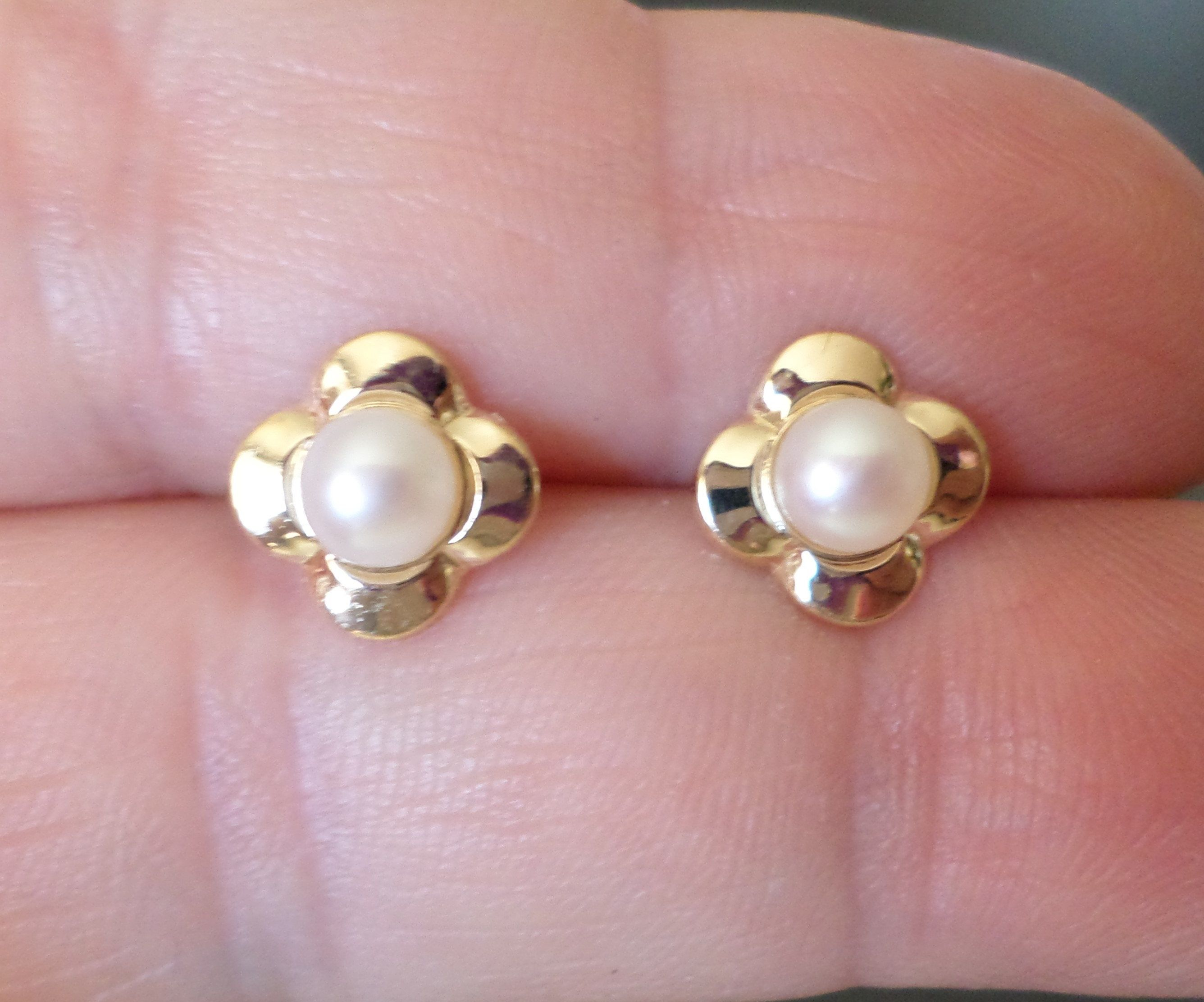 14k 585 Stamped Zz Signed 0 5 Grams Pearls Fl Design Stud Earrings