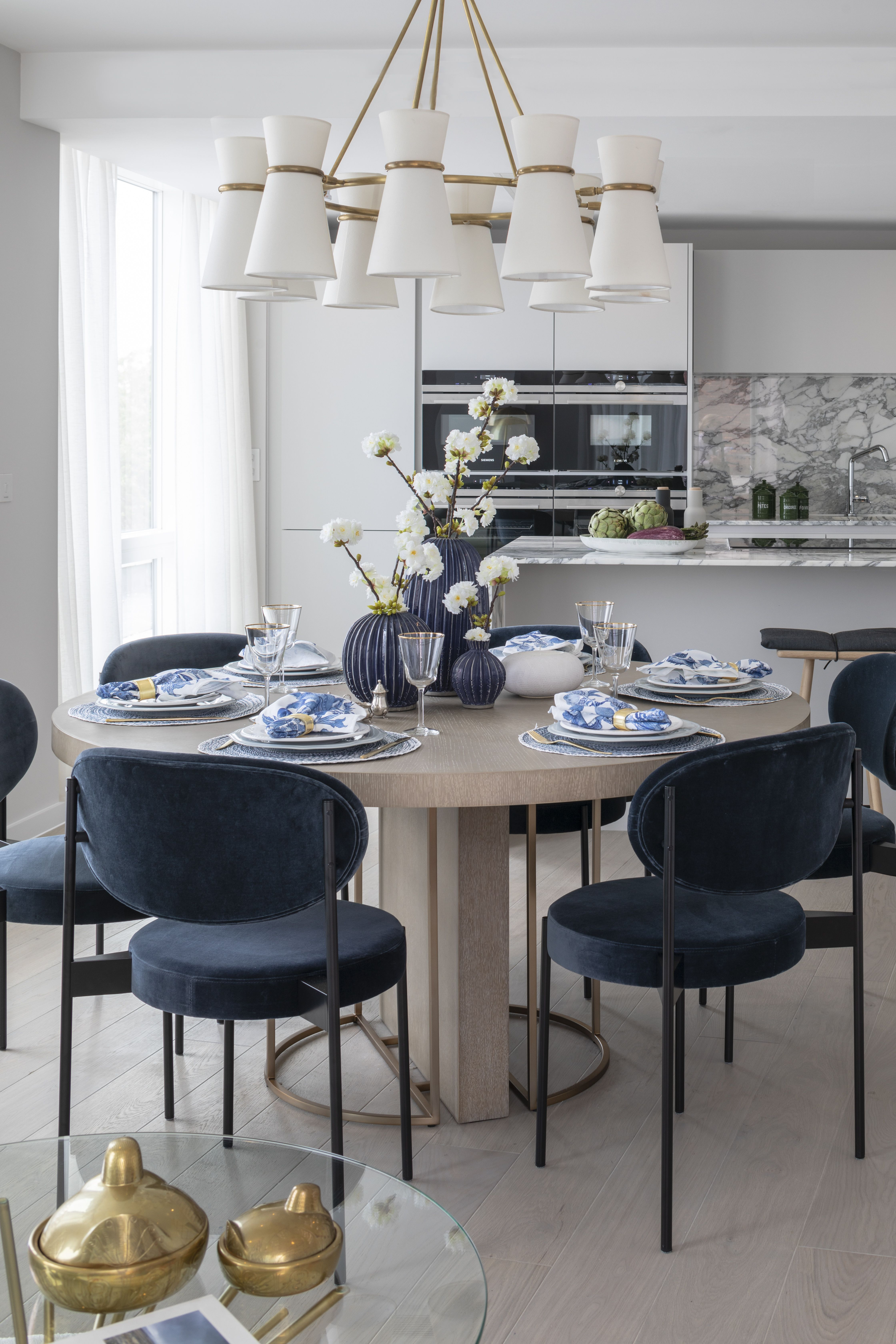 Small Kitchen Table Ideas in 2020   Round dining room ...