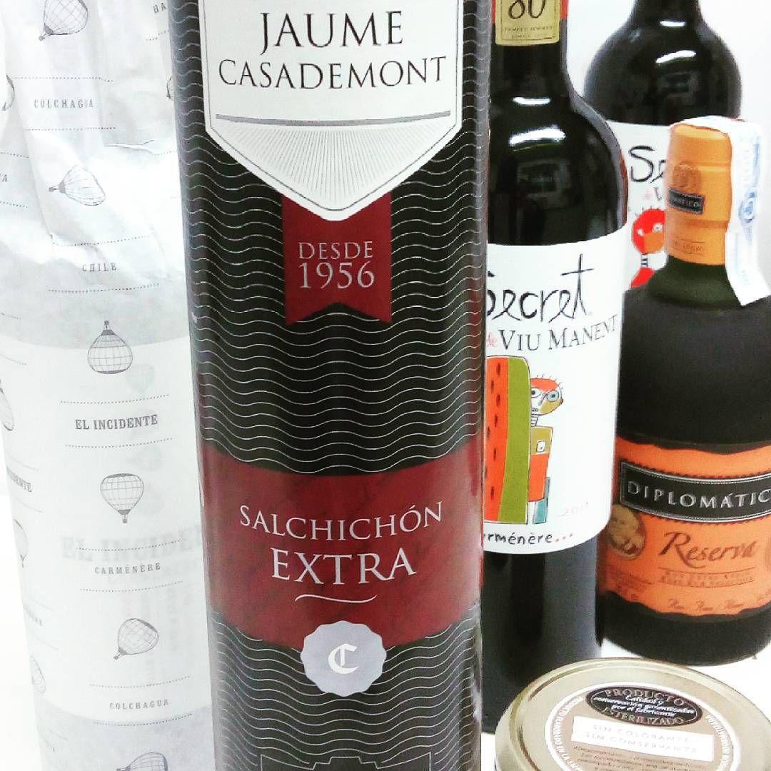 La Cuenta Por Favor On Instagram Nochebuena Americana Como Homenaje A 10 Ultimos Anos En America Latina Los Vinos Y Licores Par Wine Bottle Instagram Bottle