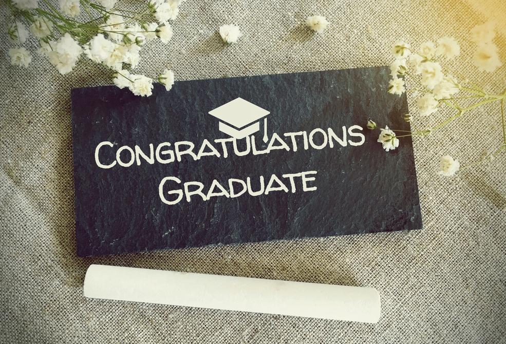 أرسل رسالة تخرج مميزة باستخدام أي من عبارات التهنئة هذه Congratulations Graduate Graduation Congratulations
