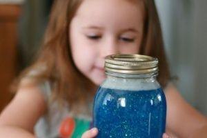 """""""Pote da calma"""" ajuda a tranquilizar crianças em momentos de estresse - Gravidez e Filhos - UOL Mulher"""