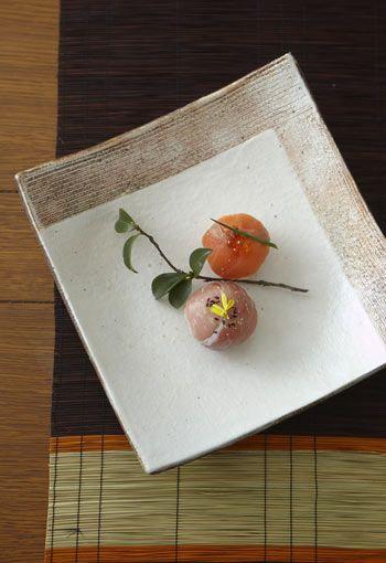 Bite-Sized Temari Sushi Balls (Salmon with Ikura, Prosciutto Ham with Edible Yellow Kiku Petal)|手毬寿司