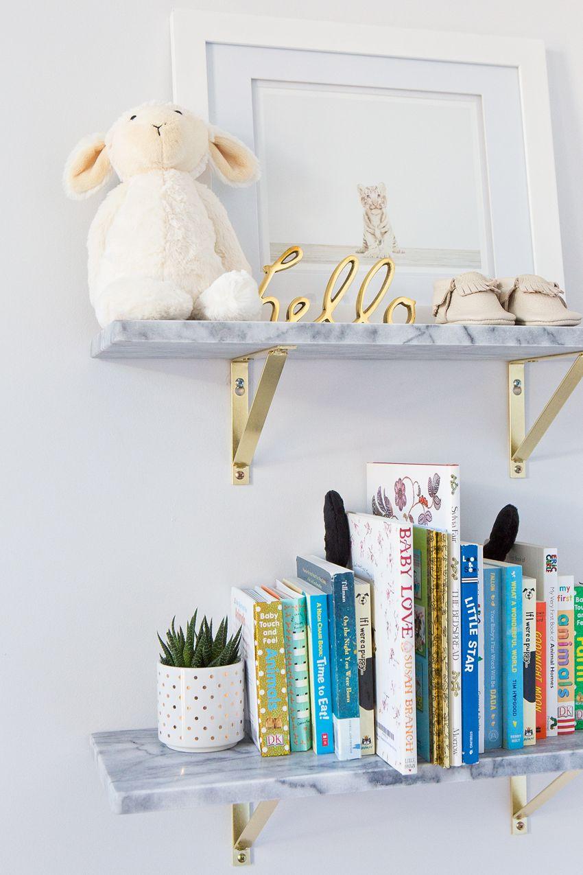 Our neutral nursery mini librairy mini biblio Chambre bebe neutre