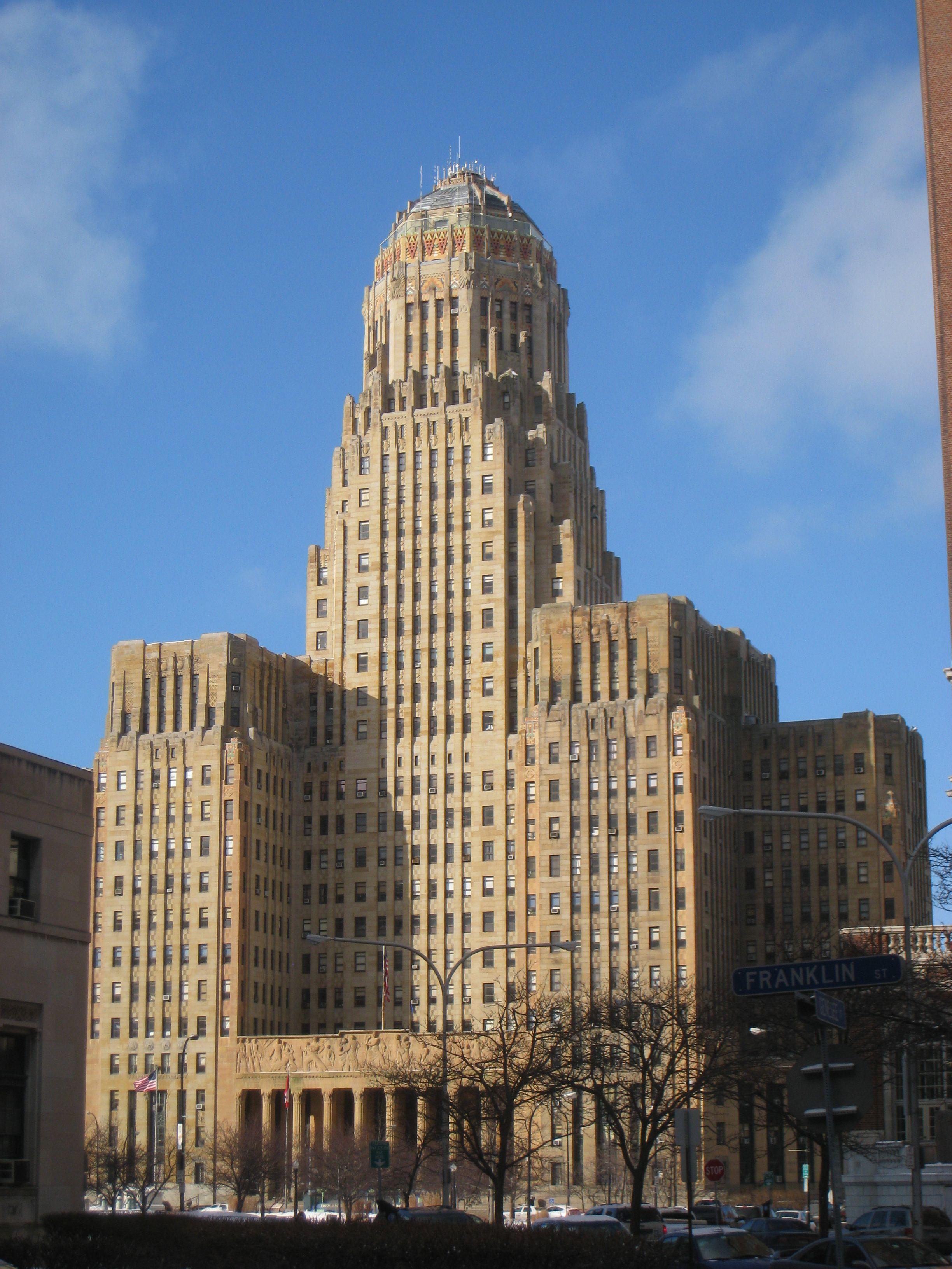 El ayuntamiento de Búfalo en Nueva York es una magnifica obra de arquitectura donde se observa la simetría característica del art déco y la majestuosidad. Arquitecto Dietel, Wade & Jones. 1932