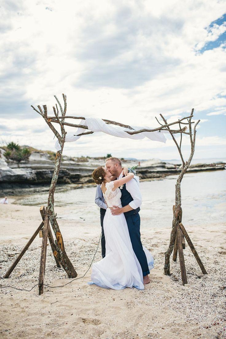 A Boho-Vintage Beach Wedding in New Zealand in 2020 ...