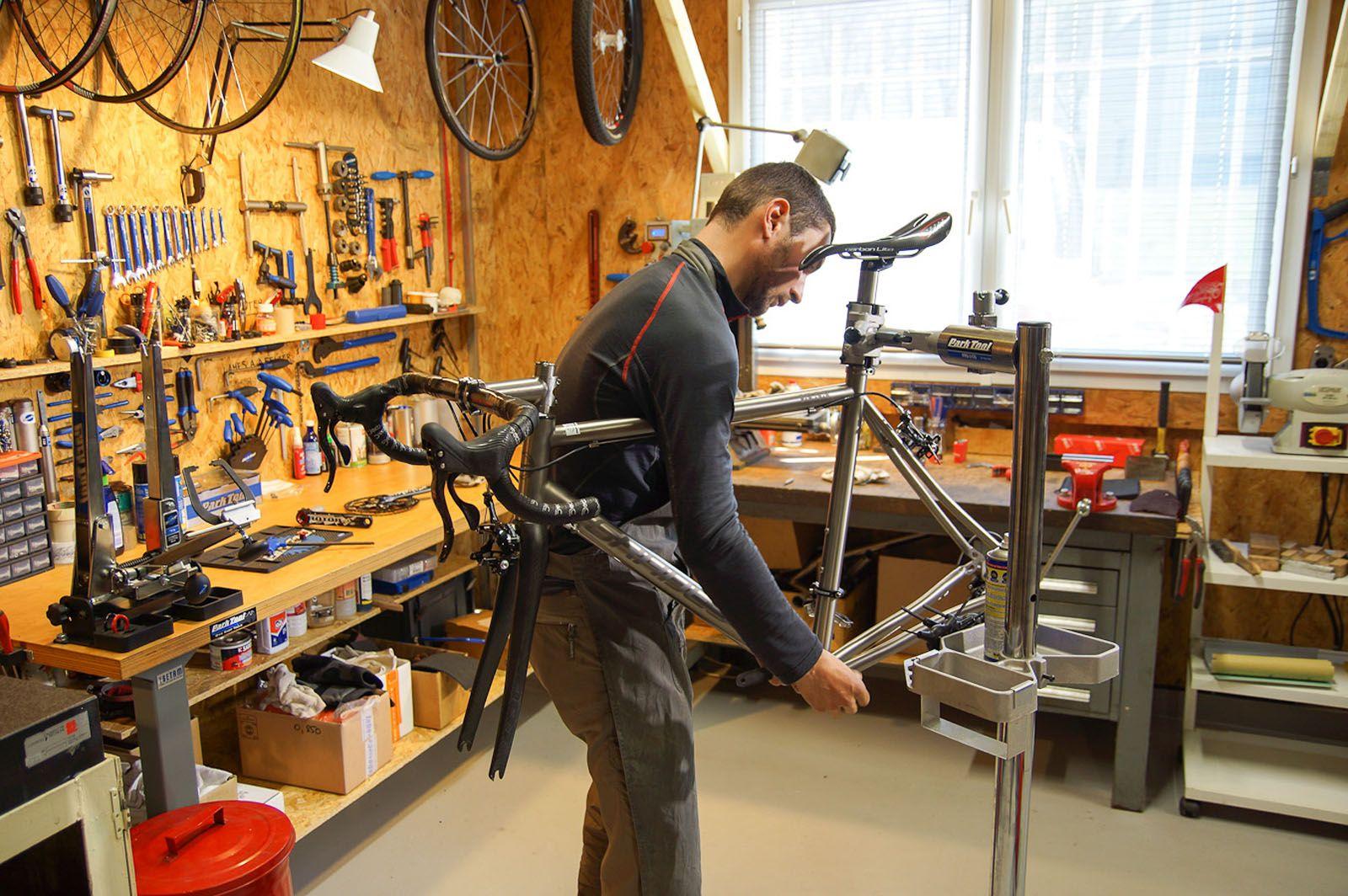 atelier titane entretien v lo roues bike shop ideas. Black Bedroom Furniture Sets. Home Design Ideas