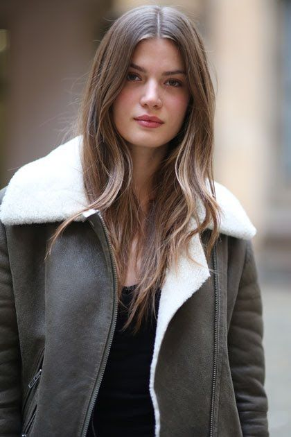 How To Get Model Off Duty Hair For Any Hair Type Mousy Brown Hair Hair Styles Model Hair Color