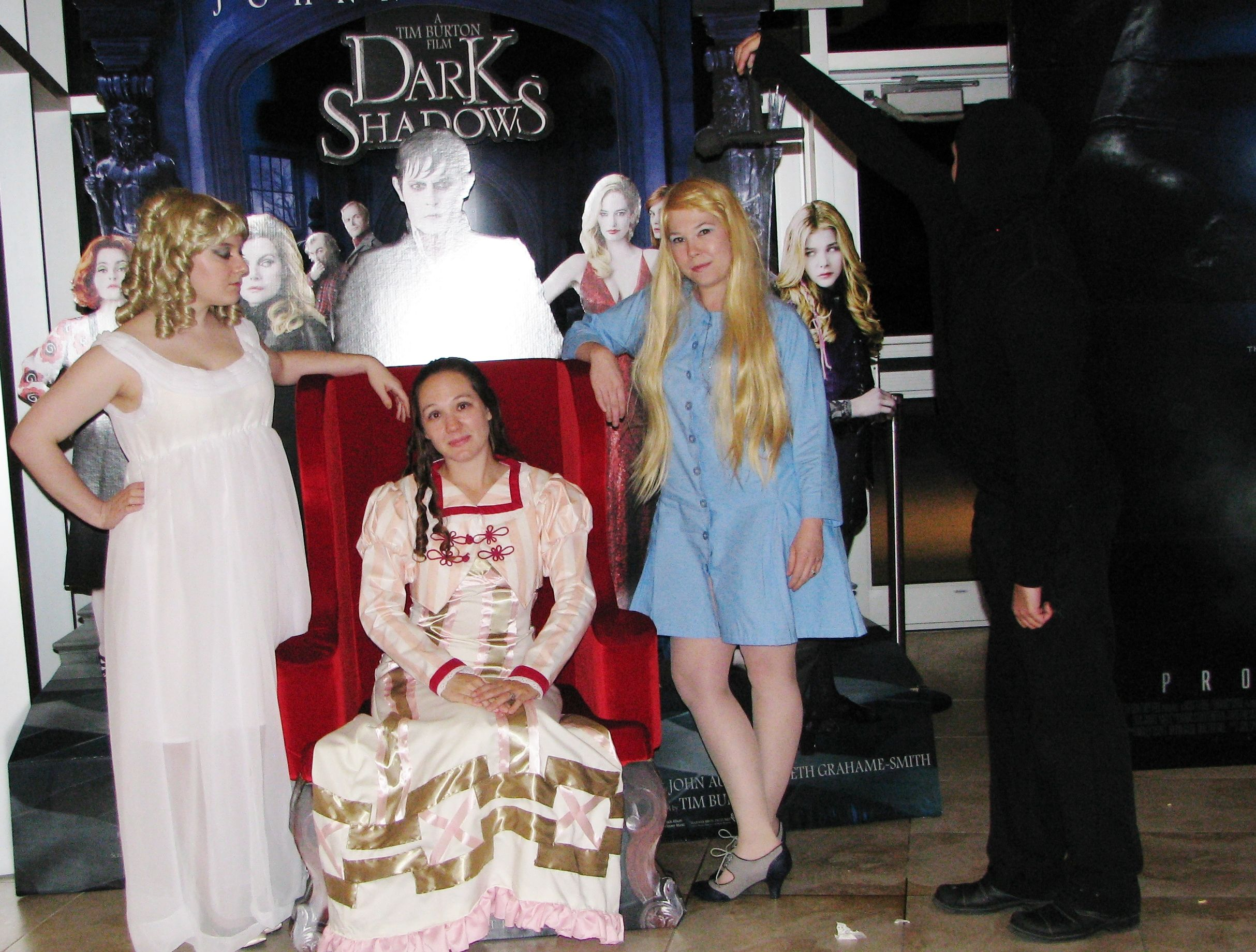 Dark Shadows cosplay with beth and alyce!!