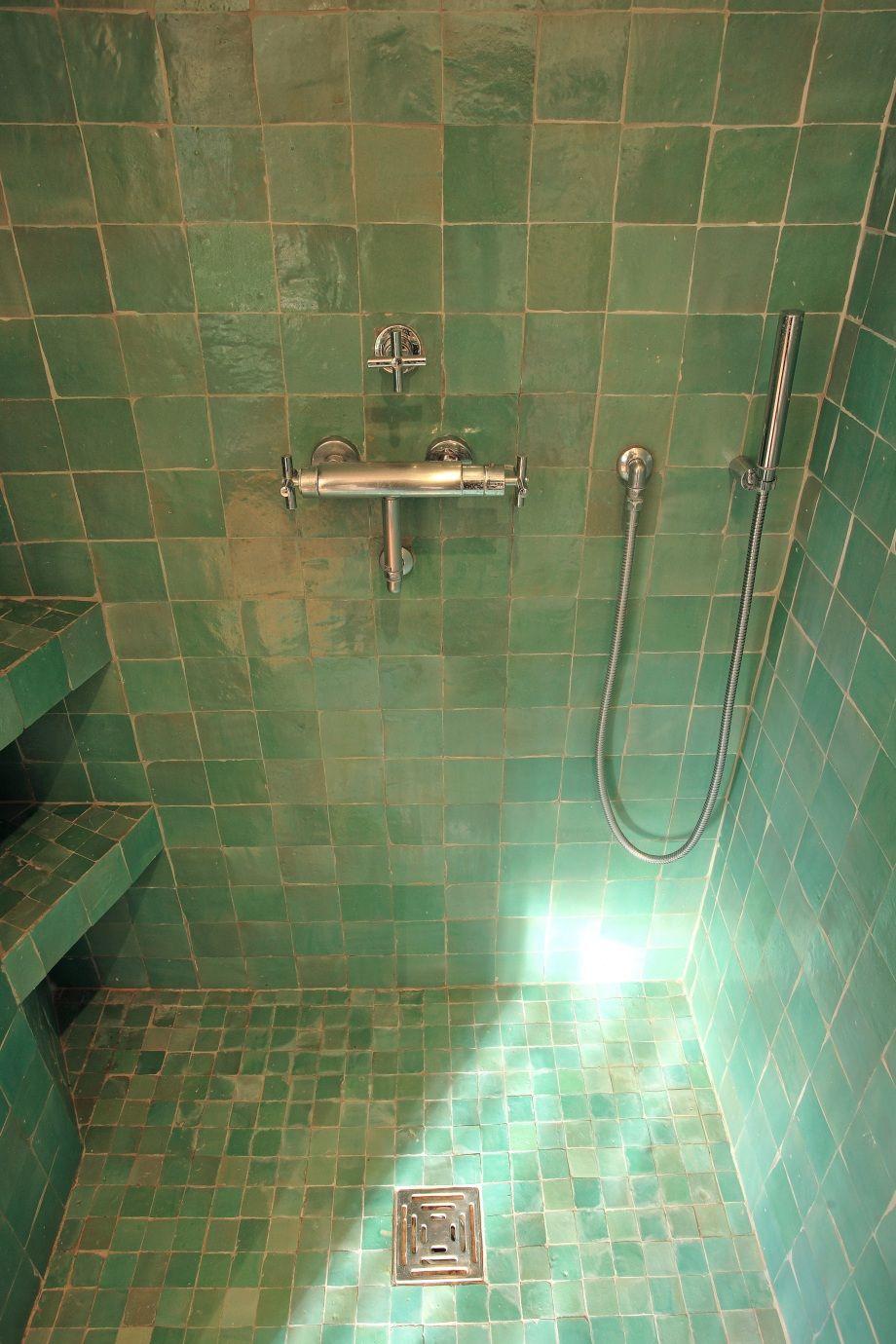 Zelliges google zoeken zelliges morocco bad badezimmer et fliesen k che - Deco italienne maison ...