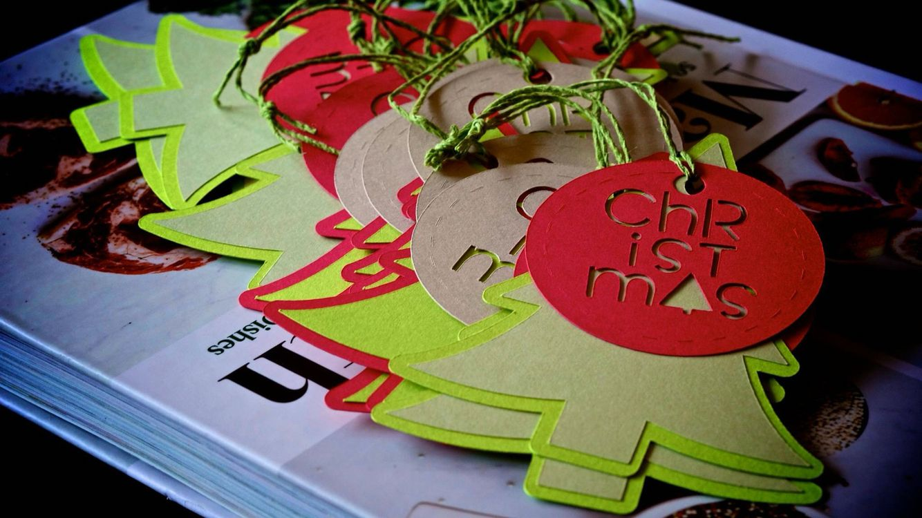 Christmas 2015 gift tags made with cricut air gift