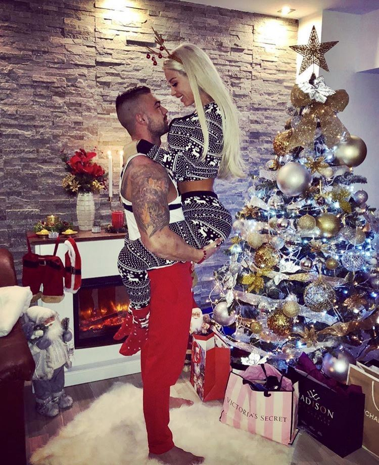 Cute photo to do for christmas   Christmas   Pinterest   Kiss