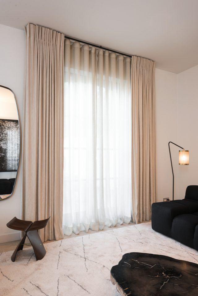 luxe gordijnen in modern interieur combinatie van kleine wave met enkele plooi