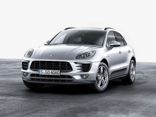 Porsche Gambles On Efficiency Starting With The Macan Sports Cars Luxury Porsche Porsche Macan Turbo