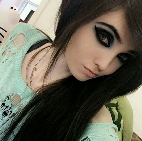 tape-wendy-emo-girls-at-mall-sexy-college