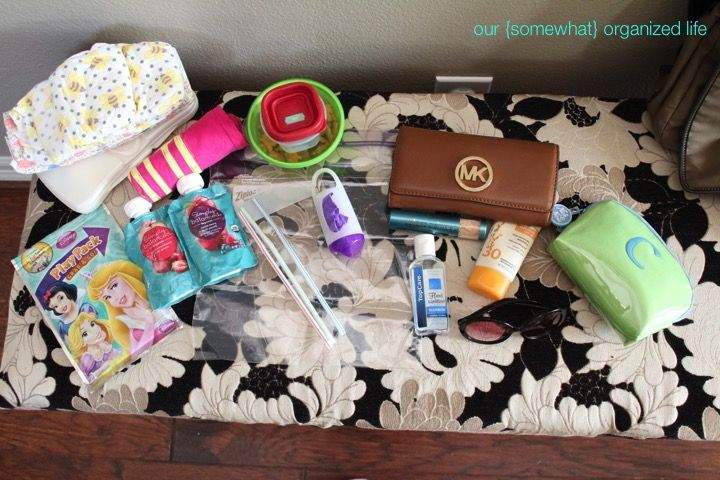 Diaper bag.  What to pack for a toddler.  Organized diaper bag.