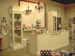 Interior Decorations - Retail Store - Shabby Chic - Display Fixtures ...