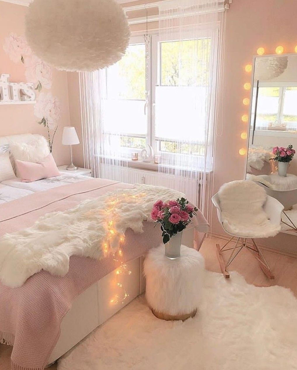 This room is totaly pretty #bedroomgoals