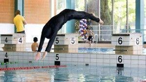 La justicia suiza impone clases de natación a una alumna musulmana - Cachicha.com