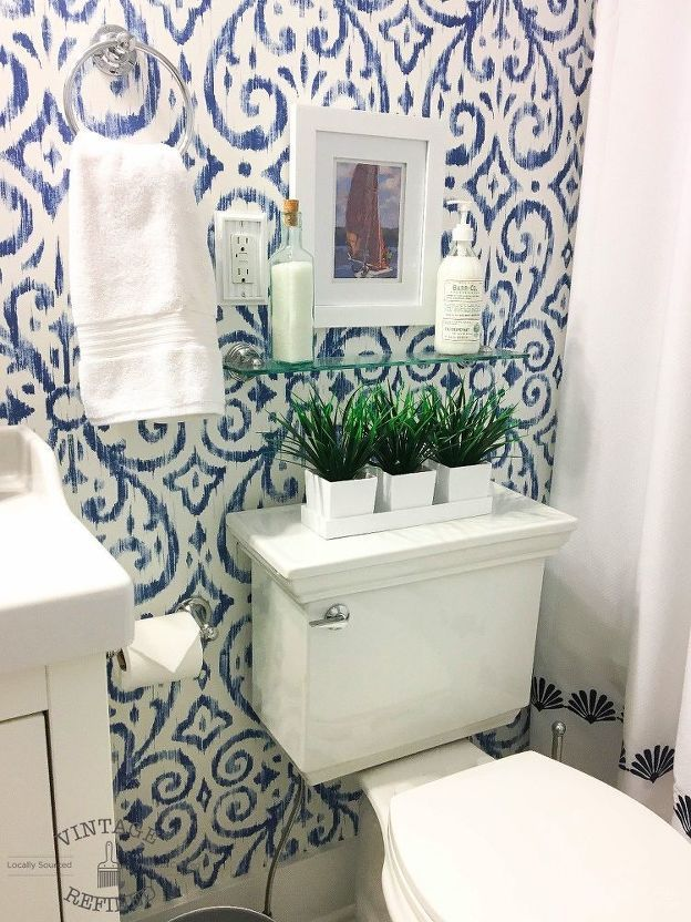 Photo of How to Make a Tiny Bathroom Feel Bright and Spacious