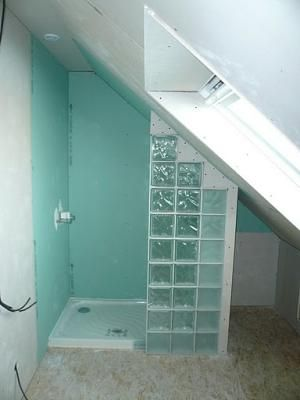 Afficher l 39 image d 39 origine salle de bain pinterest for Baignoire sous mansarde
