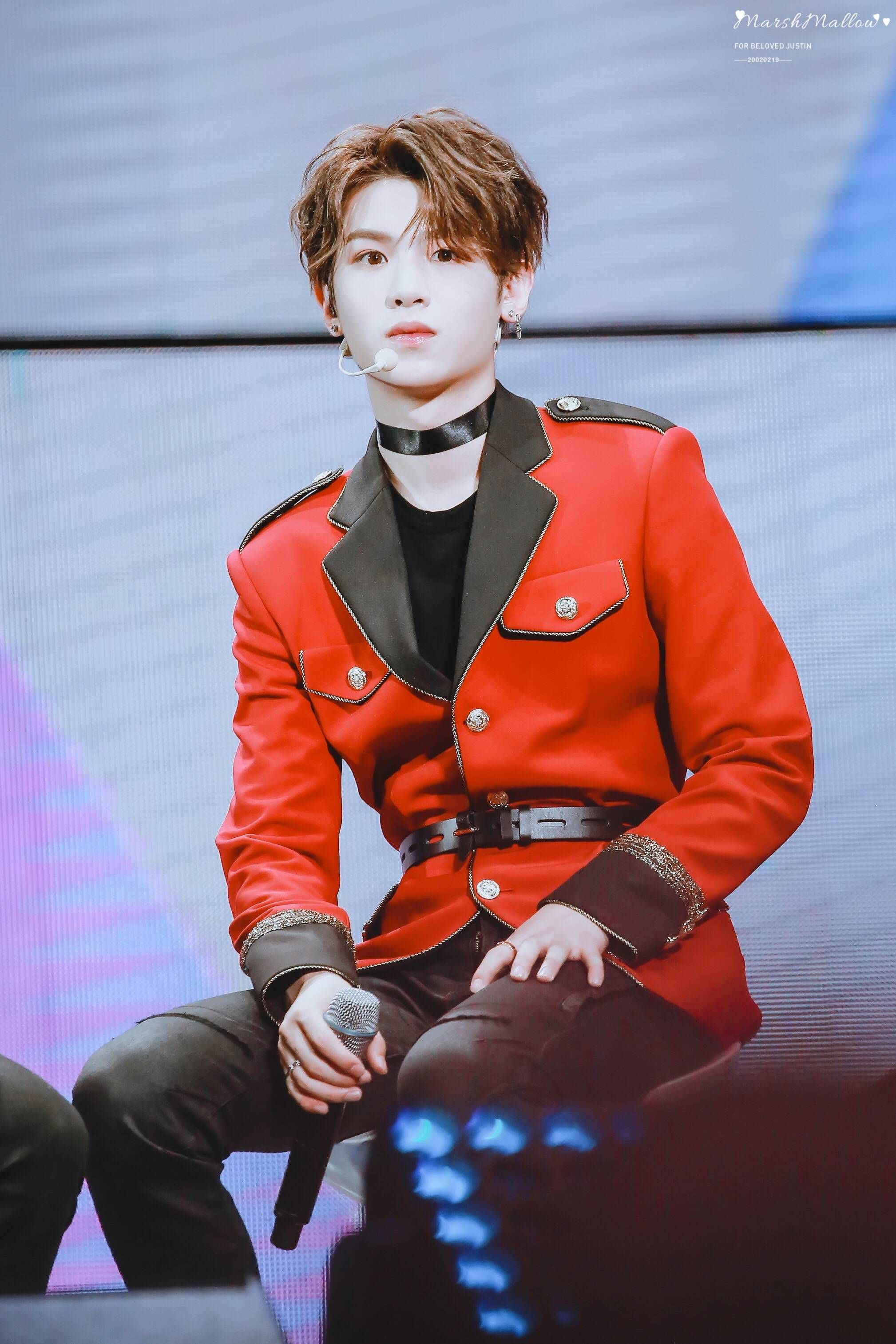 Pin by Elzie on 可盐可甜的贾富贵~Justin 黄明昊 Leather jacket, Red