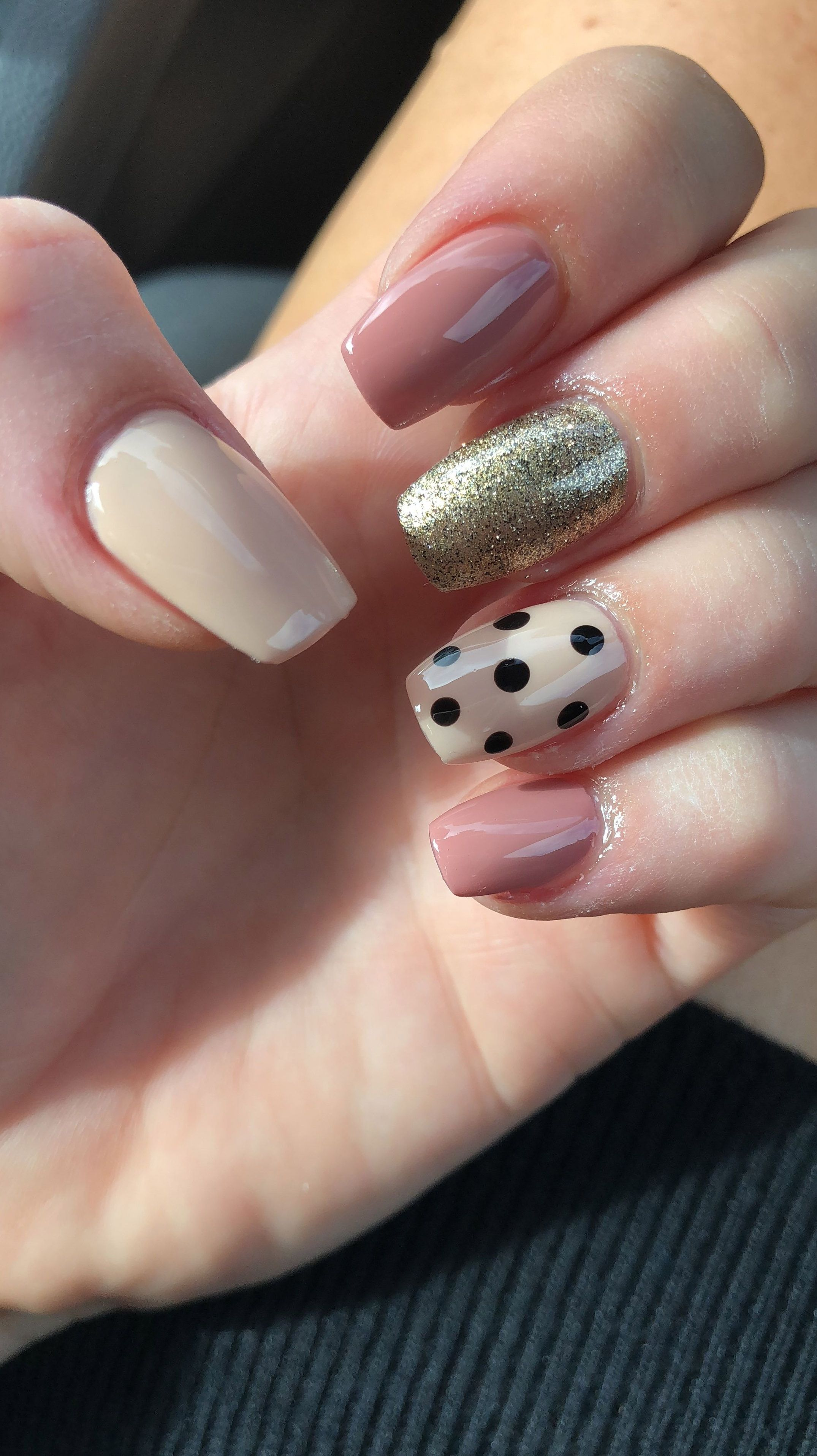Polka Dot Nails Nail Art 2019 Paznokcie Zelowe Paznokcie Uroda
