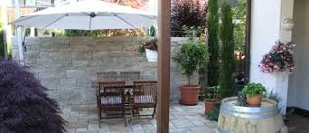 Bildergebnis für steinmauer garten sichtschutz | Terrasse ...