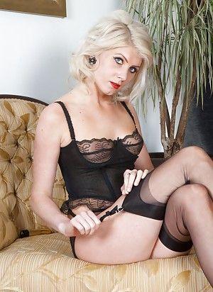 Black babe porn pics