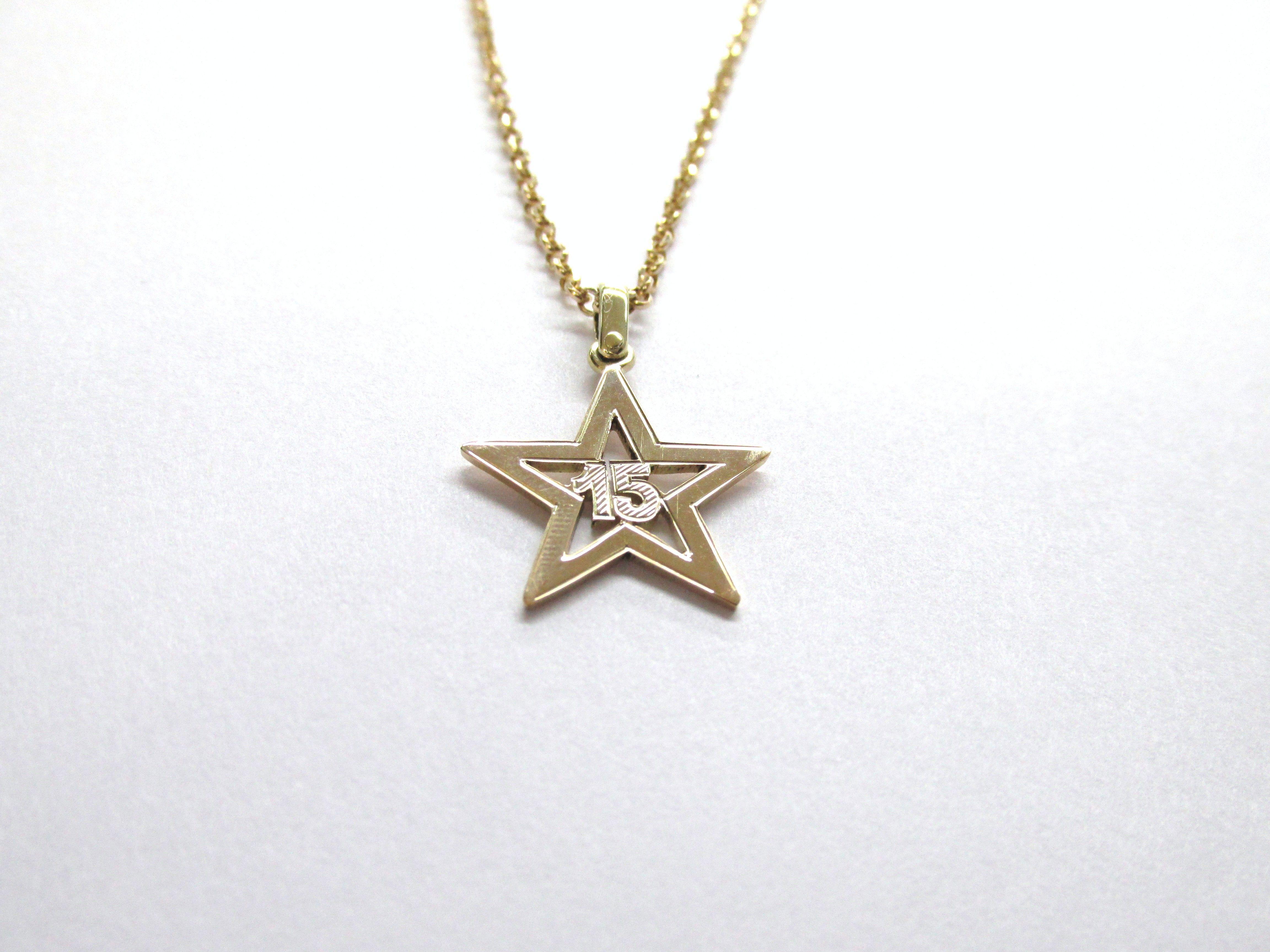 un poco elegante ven  Por que no, ser la estrella en tus 15 años? dije fabricado a mano por  encargo en oro amarillo de 18k R735 ¿Por que no, ser la est… | Jewelry,  Gold necklace, Gold