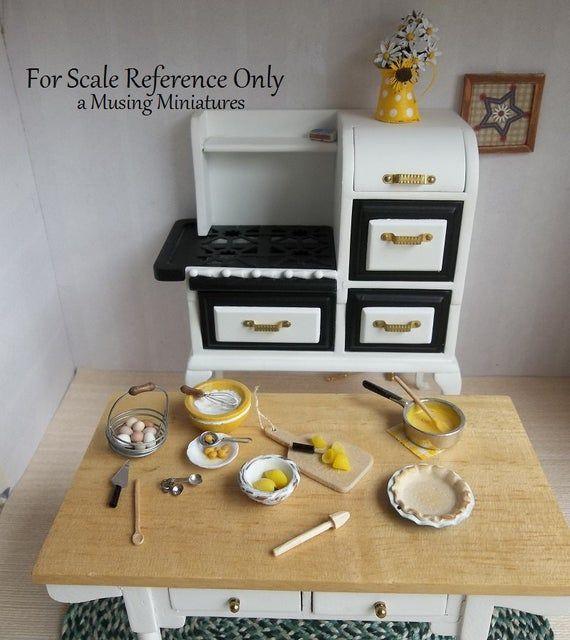 Vintage Style Citrus Reamer in 1:12 Scale for Dollhouse Miniature Kitchen Pie Bakery #miniaturekitchen