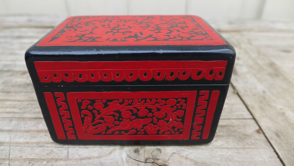 Vintage Mexican Olinala Incised Etched Lacquered Wood Box