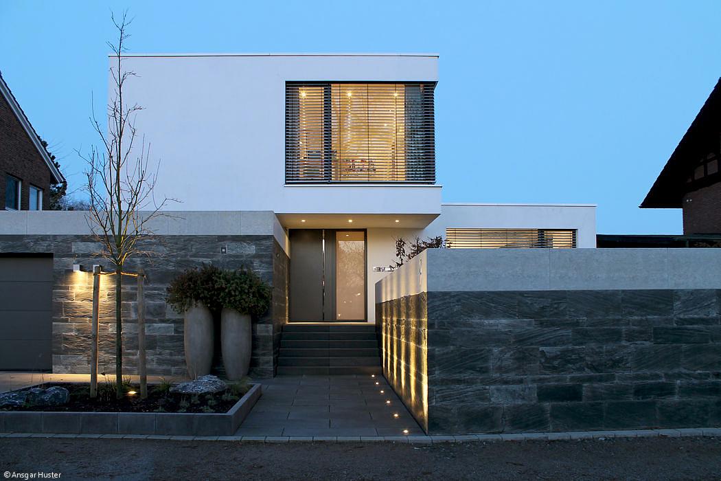 Moderne einfahrten einfamilienhaus  Schwebende Kuben - Essen: CUBE Magazin | Haus | Pinterest ...