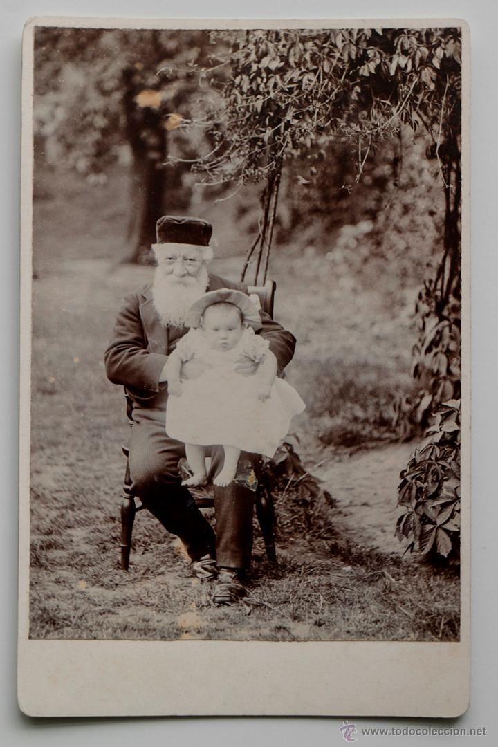 ABUELO JUDÍO CON SU NIETO, FINALES DEL 1800s - Medidas: 16, 5 x 11 cm- El Desván de Bartleby C/.Niebla 37. Sevilla