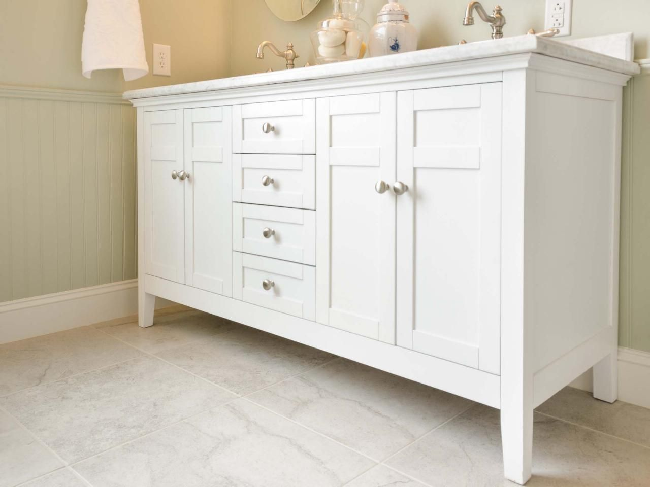 Guide To Selecting Bathroom Cabinets Bathroom Vanity Designs Bathroom Cabinets Diy Bathroom Cabinets