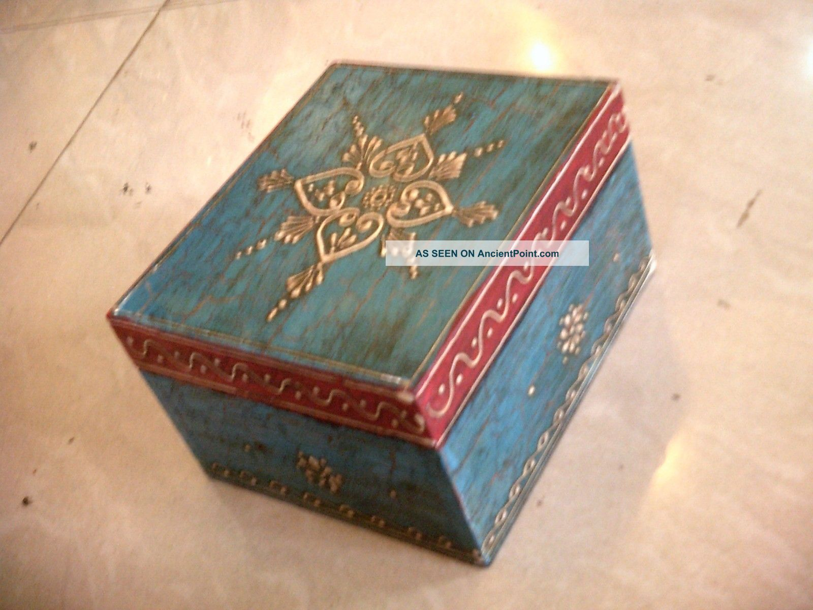 blue_colorful_chest_embossed_4_sections_wooden_painted_jewelry_cum_spice_box_art_5_lgw.jpg (1600×1200)