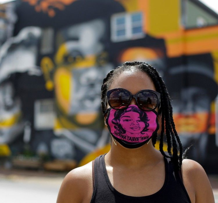 As Breonna Taylor Protests Stretch Into 12th Week Calls For Officers Arrests Intensify The Washington Post In 2020 People News Castle Doctrine Protest