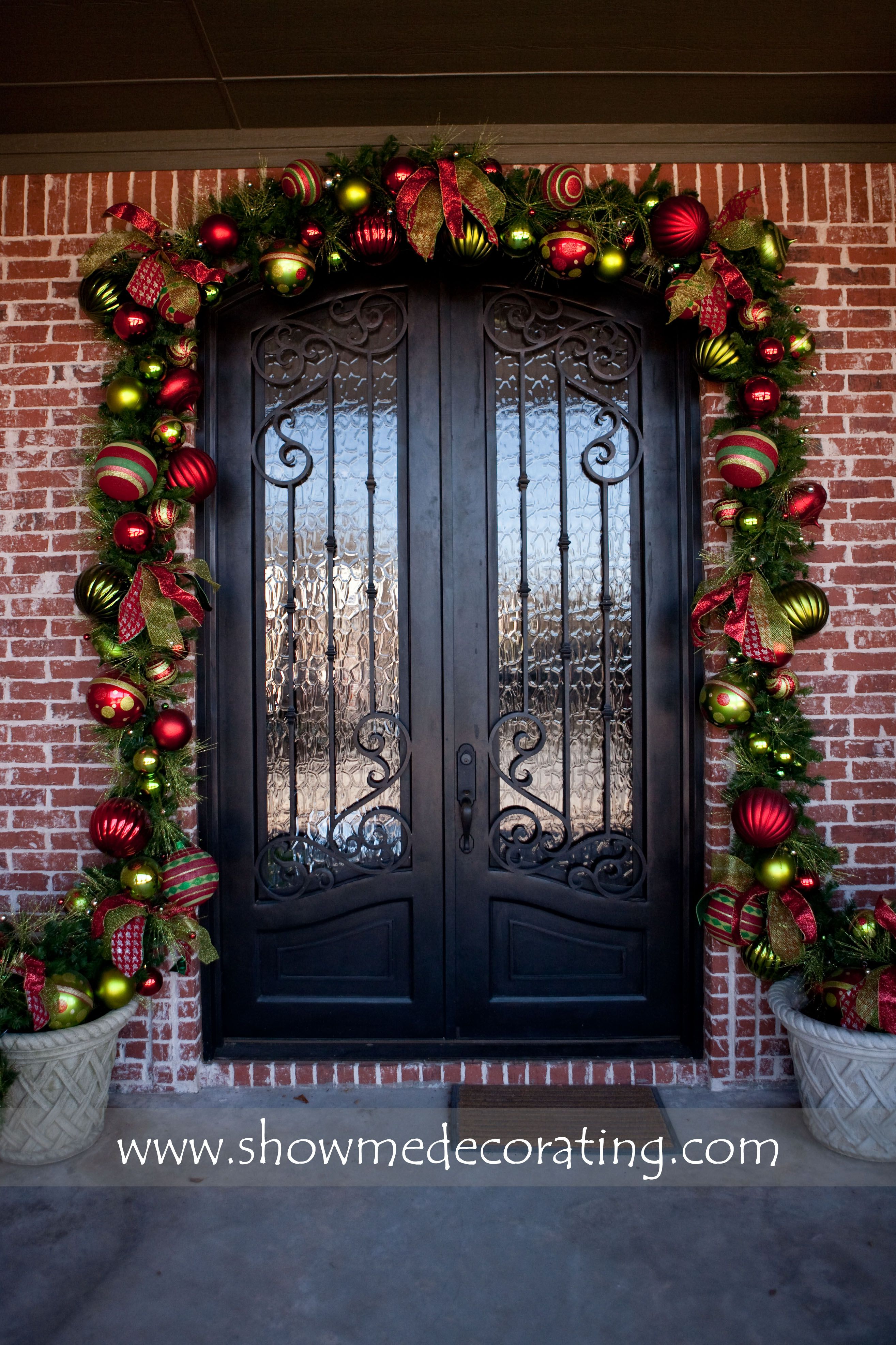 Show Stopping Christmas Garland Over Your Doorway To Greet