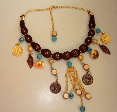 Figürlü sembollü zincirli el yapımı bayan kolye modeli
