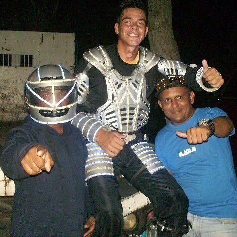 Con el robot de Trujillo.