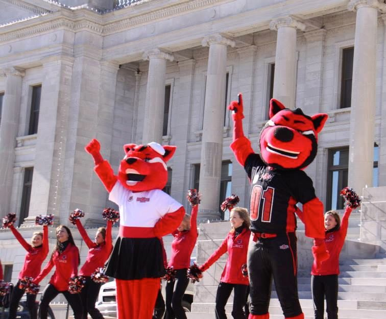 Howl & Scarlet at the Arkansas State Capitol in Little