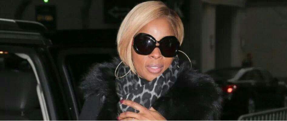 Mary J. Blige. Blonde short asymmetric bob hair. Black sunglasses. Black fur coat. Glamorous and chic. Love it!