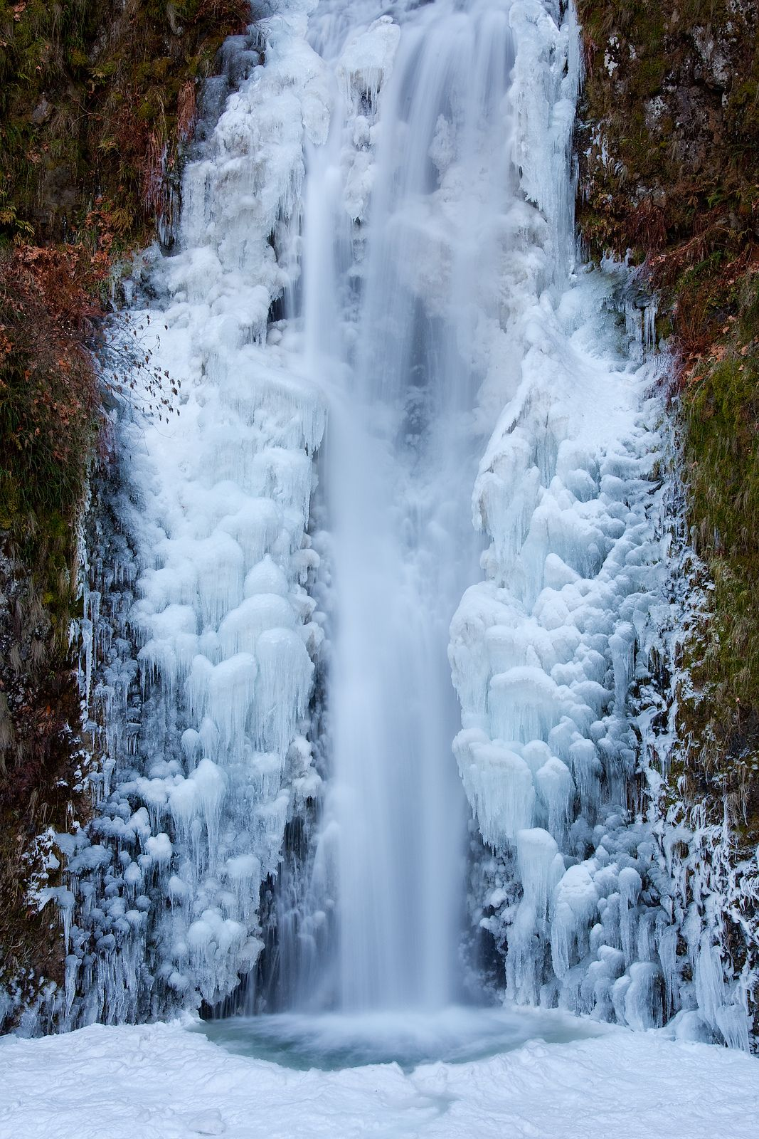 Frozen Multnomah Falls Oregon