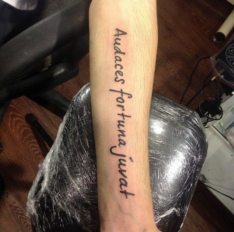 ребенок будет судьба помогает смелым на латыни тату фото попросил сделать