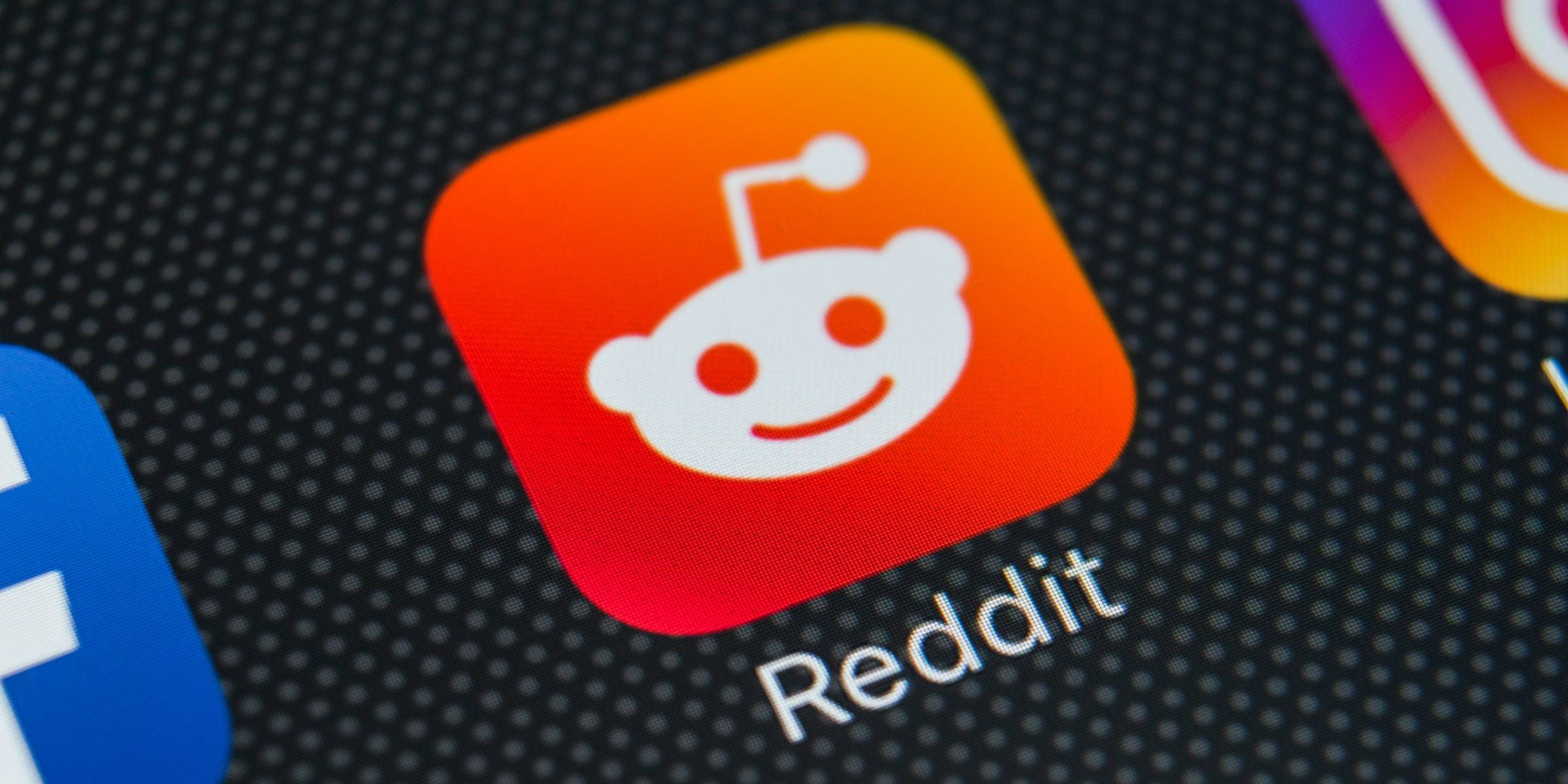 How to comment on Reddit posts or reply to other comments